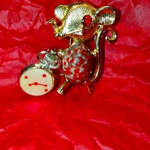 Hickory dickory dock~mouse ran up the clock~brooch